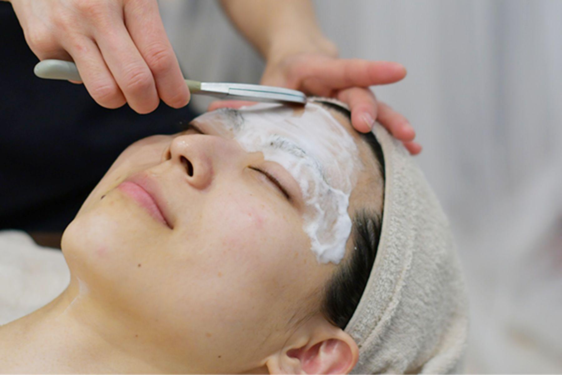 お顔剃り 富士額を作ります